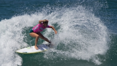 Shelby Detmers surfer
