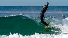 surfer hanging five soul arch