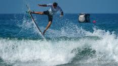 Thiago Camarao surfing US Open 2018