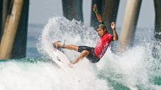 Kanoa-Igarashi-surfing